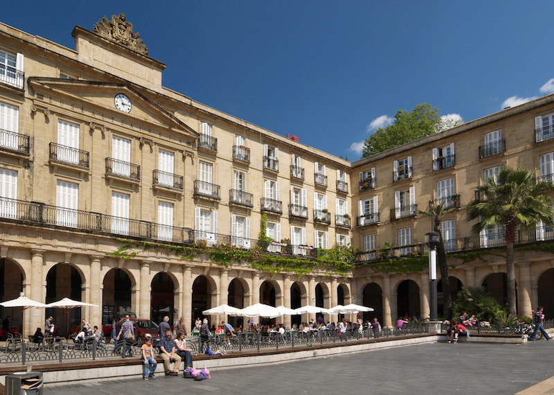 Las 5 mejores plazas para quedar. Plaza nueva de Bilbao.